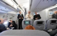 """Papa Francesco a """"ruota libera"""" con i giornalisti nel volo di ritorno. Il racconto di Tornielli su Vatican Insider"""