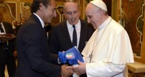 Il ct Prandelli e il presidente della Figc Abete con Papa Francesco