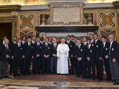 Foto di Papa Francesco con la nazionale italiana di calcio