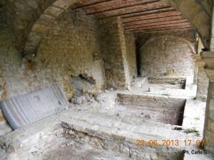 L'interno della Chiesetta ormai abbandonata del Petriolo in Toscana