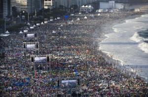 Una spiaggia vista in un modo che molti giovani non dimenticheranno mai
