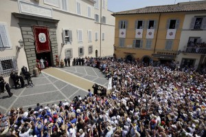 Primo Angelus di Papa Francesco a Castel Gandolfo