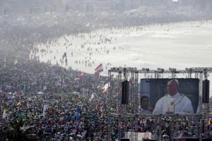 3 milioni e più di giovani ascoltano le parole di Francesco dalla spiaggia di Copacabana a Rio