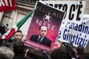 Cav a P. Grazioli con fedelissimi prepara discorso piazza
