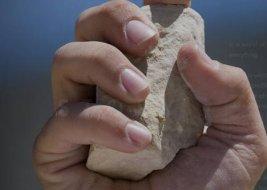 La pietra pronta per essere scagliata durante le esecuzioni