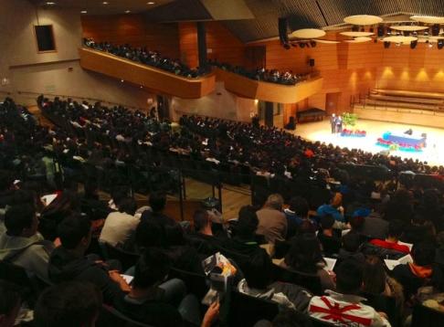 Migliaia i giovani presenti