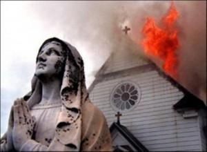 Chiesa distrutta dall'odio fondamentalista contro i cristiani.