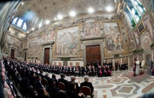 Il Corpo Diplomatico, ascolta il discorso di Papa Francesco.