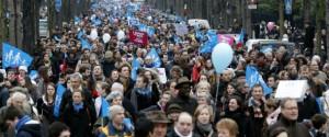 Manifestazione francese a favore della famiglia naturale.