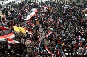 Tanta gente in Siria scende in piazza per sostenere l'esercito.