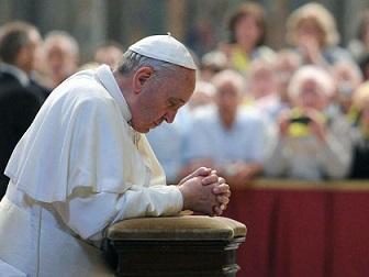 Papa-Francesco-in-preghiera_3 - Copia
