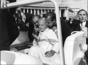 Attentato contro Giovanni Paolo II, in Piazza San Pietro, 13 Maggio 1981.