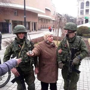 Le persone sensibili facciano attenzione! Immagini della feroce violenza dei soldati russi.