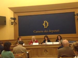 Al centro l'Onorevole Roccella, durante una conferenza alla camera dei deputati.