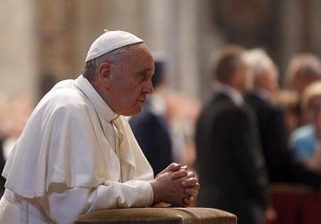Papa Francesco in San Pietro prega davanti a spoglie Giovanni XXIII