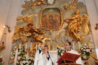 Celebrazione Eucaristica nel Santuario del Divino Amore.