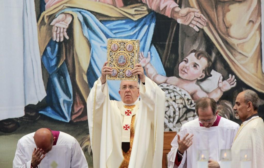 Il segno del bambino - l'omelia della messa celebrata nella piazza della Mangiatoia a Betlemme