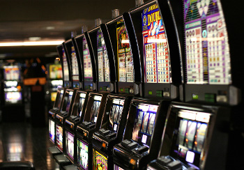 Las_Vegas_slot_machines_300