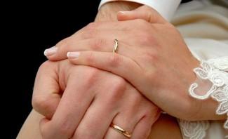 """Art. 29: """"""""La Repubblica riconosce i diritti della famiglia come società naturale fondata sul matrimonio""""."""
