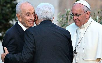 Pope-Francis-Peres-Abbas