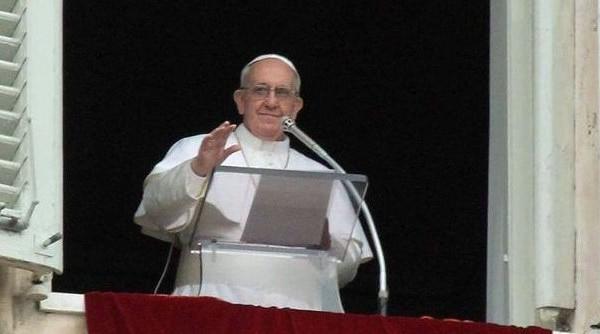 Papa Francesco all'Angelus: rinnovarsi continuamente attingendo la linfa dal Vangelo
