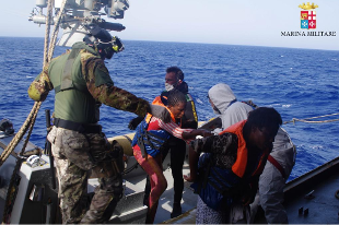 310x0_1408688814426_migranti_marina_militare
