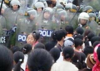 vietnam-crocifisso-esplosivo-20140801103703