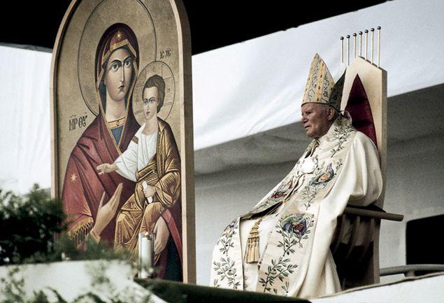 San Giovanni Paolo II a Presov, in Slovacchia, durante il viaggio apostolico del 1995