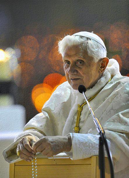 Risultati immagini per Padre Amorth: La potenza del Rosario