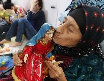 UpkPfA5XLjjWIvlpsFM0uNISH7hFQKSx3UAwz9ftblg=--cristiani_in_fuga_da_qaraqosh_hanno_trovato_asilo_in_una_scuola_di_erbil__getty_images__