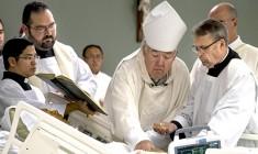 Malato terminale di cancro, ordinato sacerdote: 'È il mio ultimo desiderio'