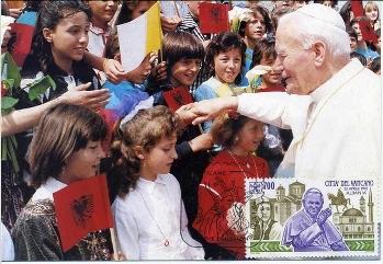 Giovanni Paolo II in Albania, quando la fede sconfisse l'ateismo