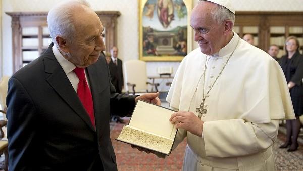 Papa Francesco riceverà Shimon Peres il 4 settembre in Vaticano