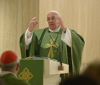 Papa Francesco: l'amore, non l'attaccamento alla legge, apre le porte della speranza