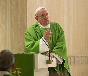 Papa Francesco in verde a Santa Marta