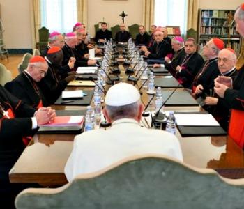 Vaticano, vertice su Medio Oriente. Papa denuncia traffico armi