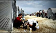 In Siria raid del regime contro un campo profughi. Almeno 60 morti