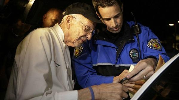 USA. 90enne finisce in carcere: serviva cibo ai senzatetto