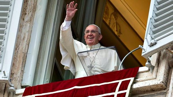 Angelus: i santi, ultimi per il mondo ma primi per Dio. Appello per Gerusalemme