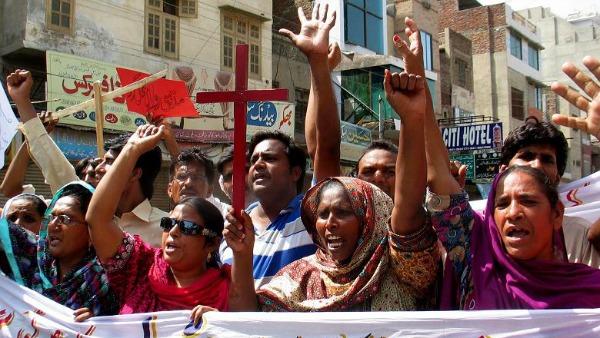 Pakistan, cristiani cacciati dal villaggio