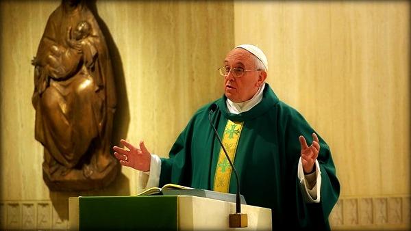Papa Francesco: attenti a non diventare ''cristiani pagani'' nemici della Croce