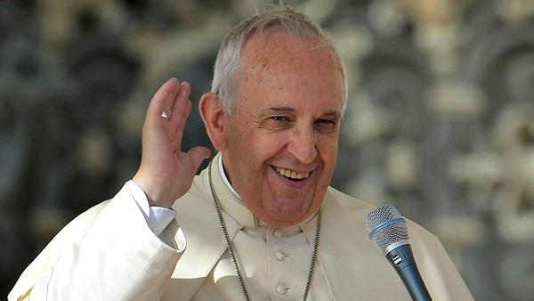 Papa Francesco ai religiosi: meglio i pugni che il terrorismo delle chiacchiere