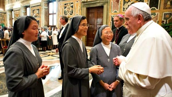 Papa Francesco alle salesiane: accogliete i giovani con gioia come faceva Don Bosco
