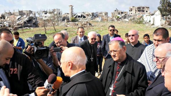 #Gaza. La visita dei vescovi CEI: ''Ci sono ancora fiori nel deserto di Gaza''