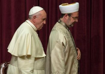 Papa Francesco: La violenza che cerca una giustificazione religiosa merita la più forte condanna