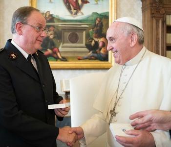 Papa Francesco a Esercito della Salvezza: testimoniare insieme Cristo nelle periferie