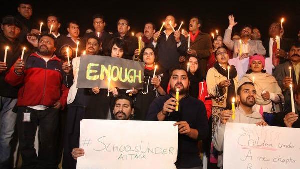 """STRAGE IN PAKISTAN/ Uccidere 141 bambini, è la """"giustizia"""" degli assassini"""