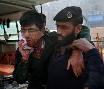 Pakistan, strage di bambini nella scuola. Almeno 126 le vittime.