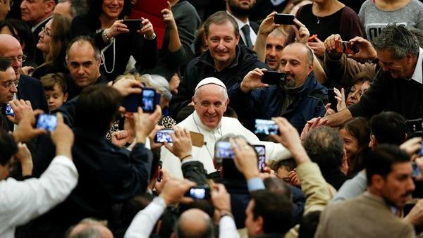 Papa Francesco ai dipendenti vaticani: Natale, occasione per curare ogni ferita