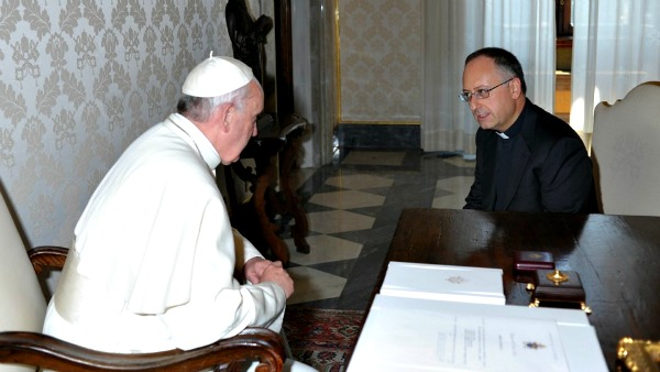 Padre Spadaro: Francesco autorevole perché vicino alla gente